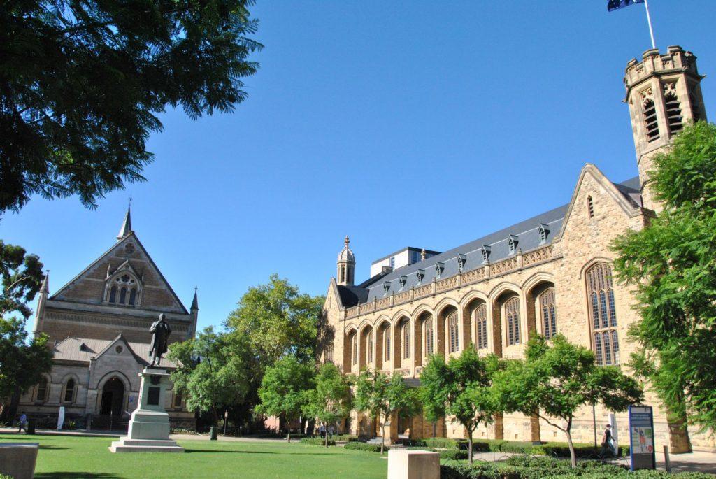 Yêu cầu nhập học các trường trung học ở Adelaide khá đơn giản.