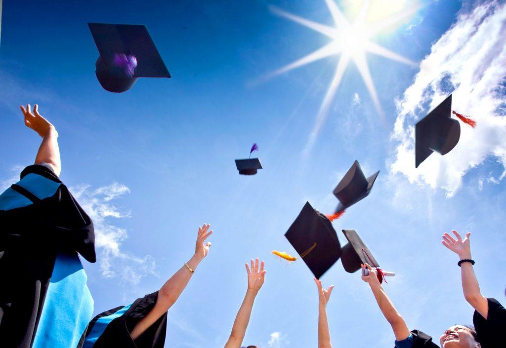 Đang học đại học có nên đi du học không còn phụ thuộc vào mong muốn học của bạn.