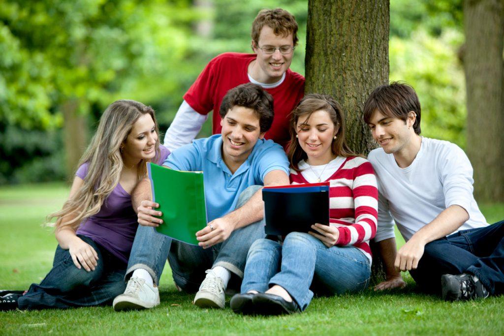 Cần quyết định đúng đắn việc đang học đại học có nên đi du học.